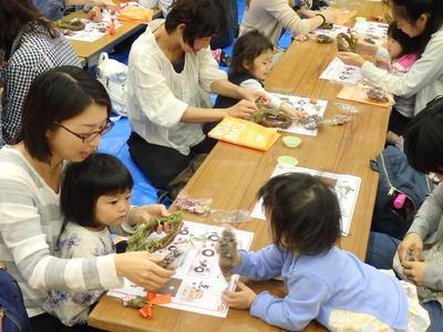 福島県郡山市と会津若松市の子ども達とリース作りとダンスを行いました。