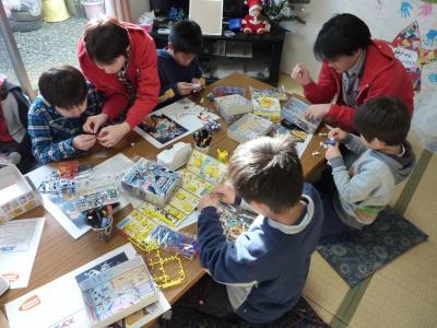 宮城県名取市で子ども達とプラモデル作りを行いました。